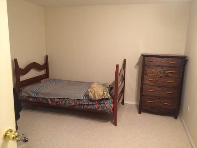 Cozy Bedrooms in House near West Ed Mall - Edmonton - Talo