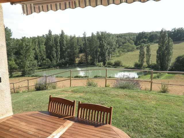 House with wonderful lake view - Molières - Huis