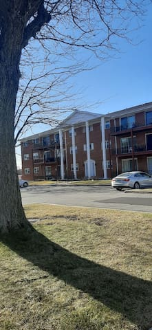 Basic 1 Bed / 1 Bath condo close to Chicago Metra