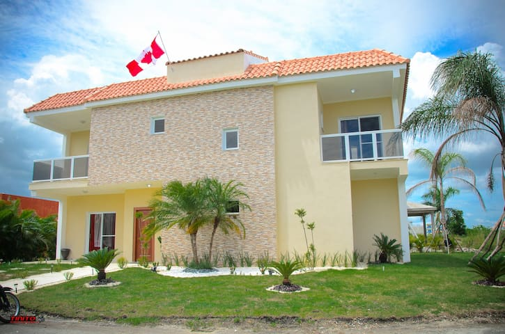 Beautiful large vacation house in gated community - Boca Chica - Huis