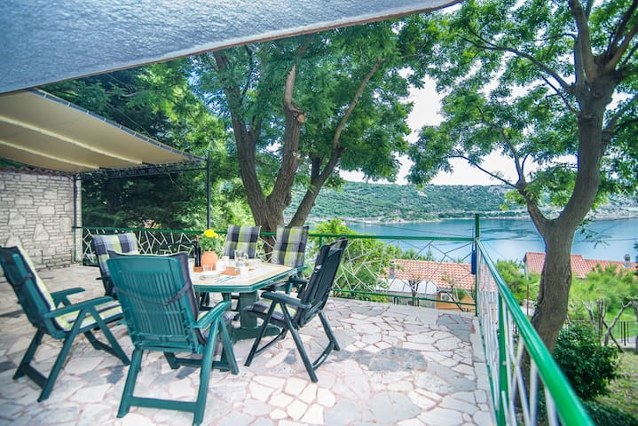 Holiday House Bakarac with Sea View and Pool only 200m from the Beach