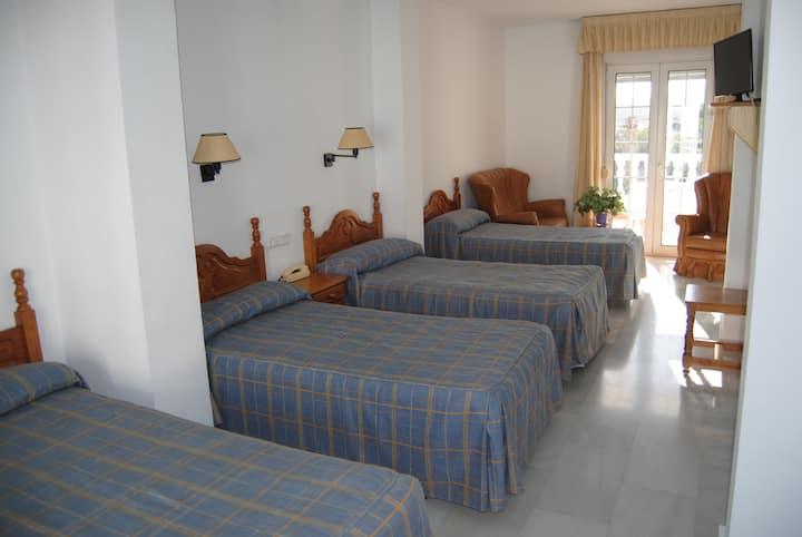 Hotel Mirasol | Hab cuádruple terraza vistas Órgiva