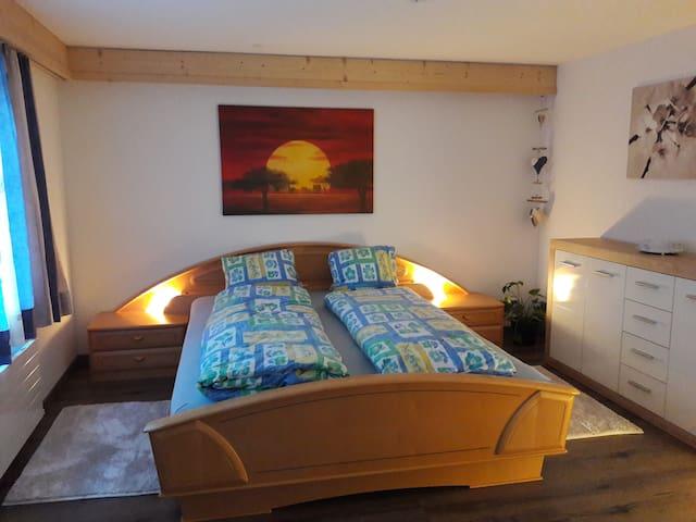 Schlafzimmer mit Bett 160×200