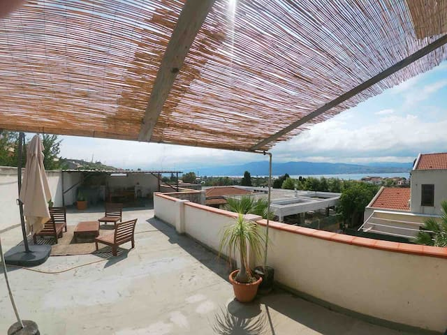 Large independent flat with beautiful terrace