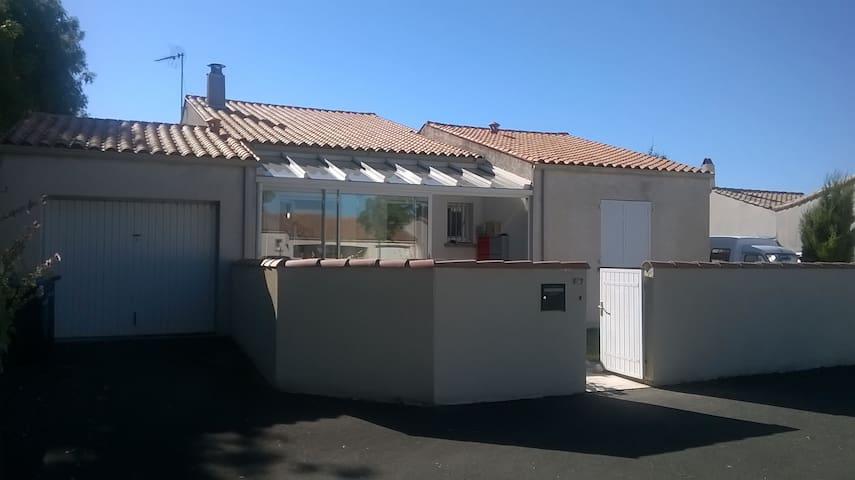 small house near la Rochelle - Dompierre-sur-Mer - Talo