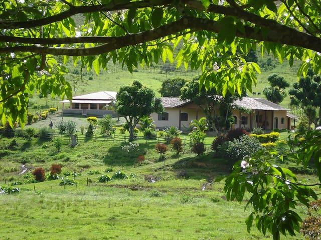Pousada Fazenda Polyanna-Chalé Jardins - 4 pessoas - Mariana - Bed & Breakfast