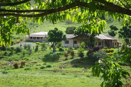 Pousada Fazenda Polyanna-Chalé Jardins - 4 pessoas - Mariana