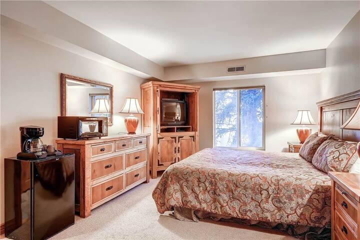 Hotel Room with Mini-Fridge Near Main - PS223-2