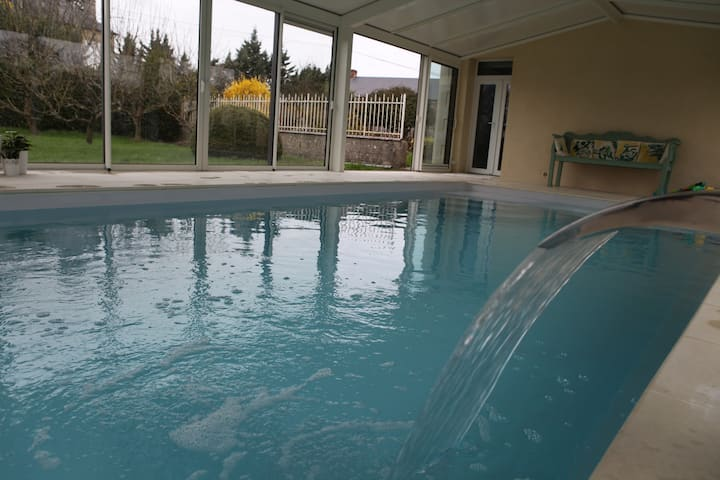 Quiet country house with heated covered swim pool