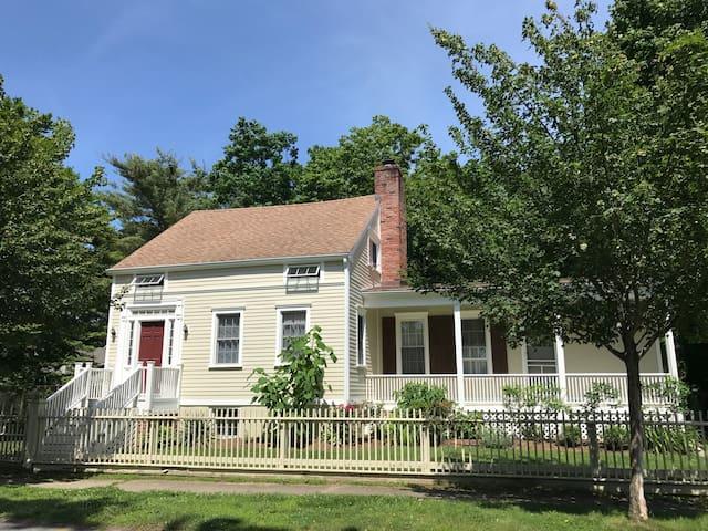 The Captain's House - 1830's Charm