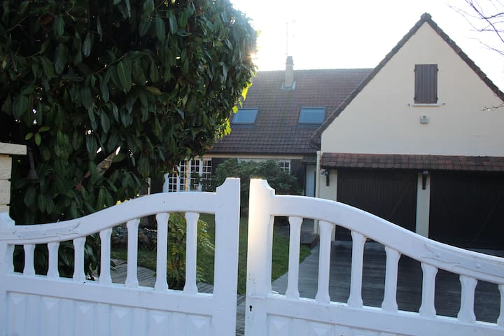 Maison independante quartier calme jardin