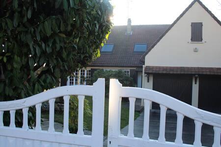 Maison independante quartier calme jardin - Rambouillet