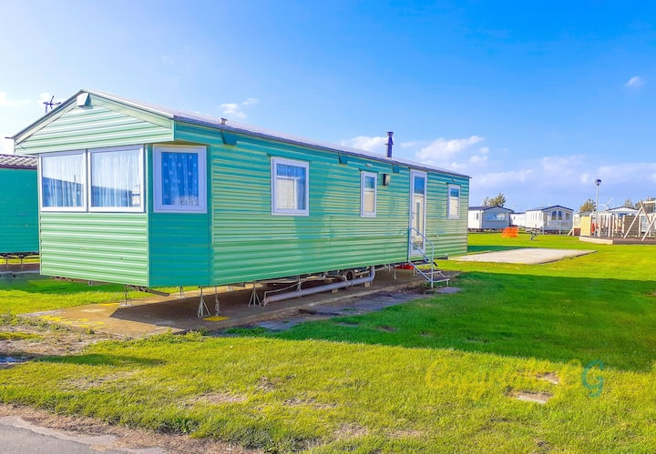 WW221 - Camber Sands Holiday Park - 3 Bedroom - Sleeps 8 + 1 small dog - Central Location