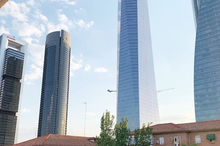 Room in Cuatro Torres Business Area