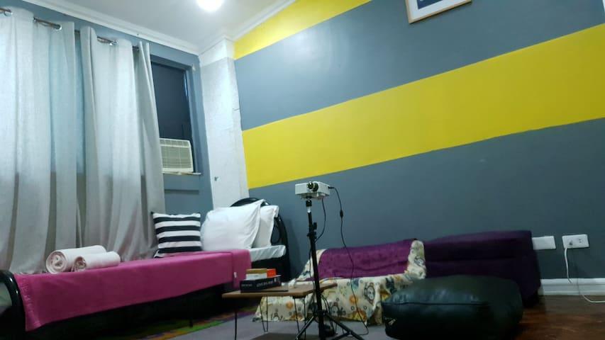 budget room|NETFLIX|WIFI|BOARDGAMES near abscbn