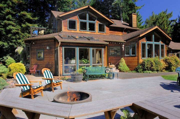 Redwoods, Hot Tub & Firepit -  Raven Ridge Retreat