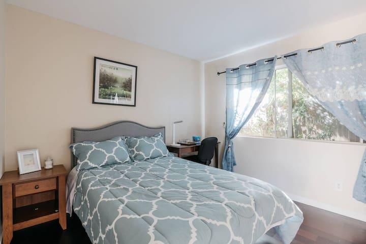 Westlake village Guest Room(spring room) - Westlake Village - Huis