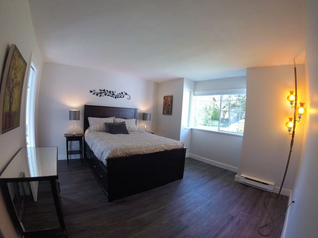 Master Bedroom has en suite and walk-in closet and Queen Bed.