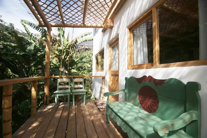 2BR Fully-Equipped Home with Lush Gardens