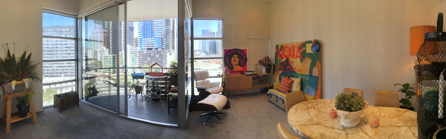 CBD 1br penthouse apartment w/wifi + free trams! - Melbourne - Departamento