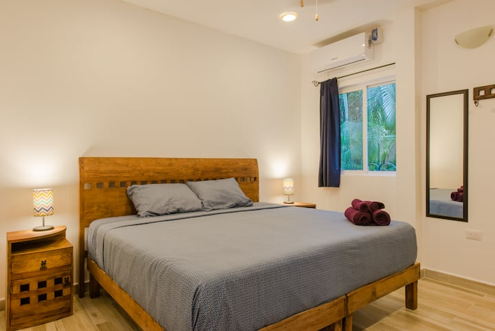 Escape the city! Studio with tropical garden, pool, steps to the beach♣