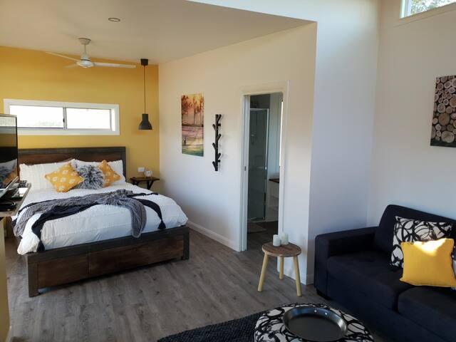 Luxe Guest House @ Hangar O
