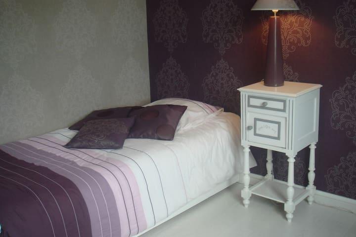 chambre 2 lits en 90, très calme près bus + Pt déj - Bordeaux - Condominio