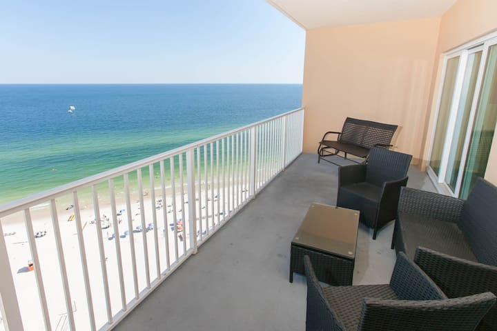 Lounging space on private Gulf-front balcony