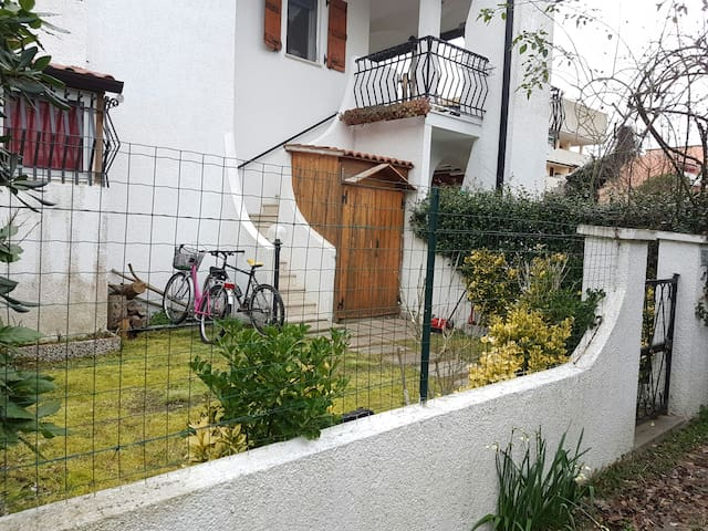 Villetta indipendente con giardino - Lido di Spina - Huis