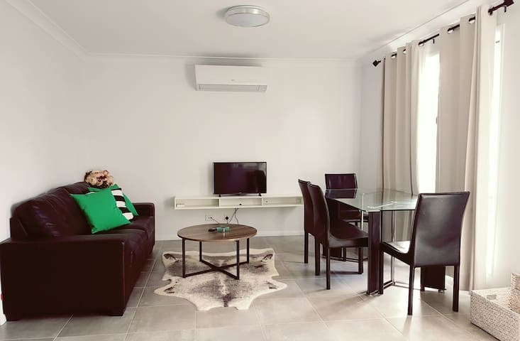 Entire Private Granny Flat in Toowoomba CBD - Newtown - Guesthouse