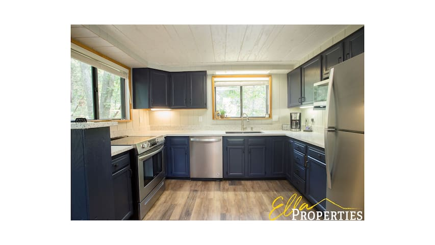 Innsbrook Chalet - Newly Renovated, Lakeside