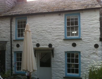 300 year old Fishermans Cottage - Port Isaac - House