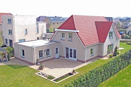 Luxe prive kamer 25 m2 vrijstaande villa - Lelystad