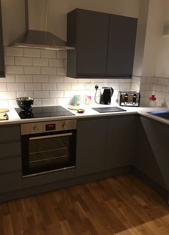 Kitchen + integrated electric cooker, toaster and kettle