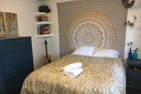 """Bohemian """"Sun"""" Room with Queen bed - Vista - Σπίτι"""
