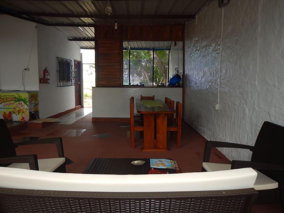 Área social: sala de estar y comedor