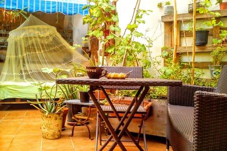 Habitación doble con terraza grande en Tarragona. - Tarragone