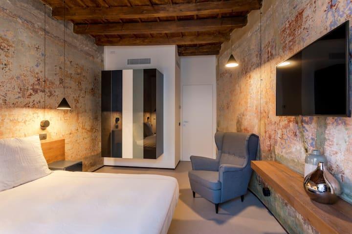 New renovated 2 bedroom apartment in Navigli