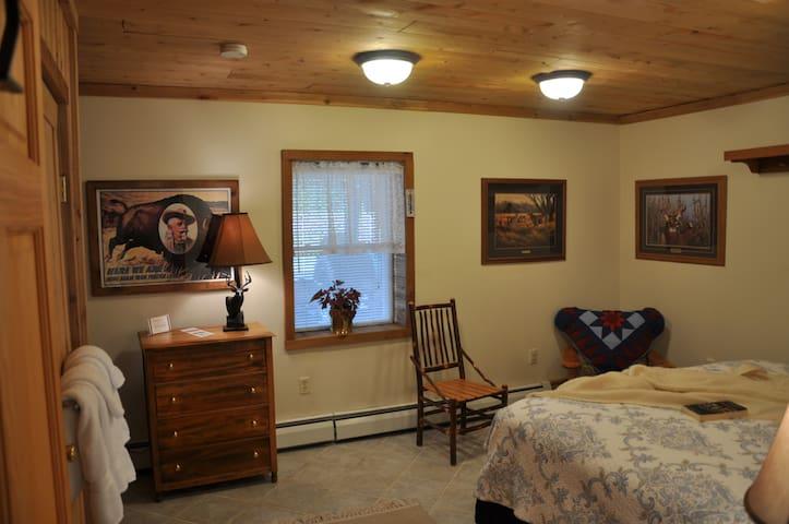 Morkaut's Black Angus Lodge Room #2 - Gilboa - ที่พักพร้อมอาหารเช้า