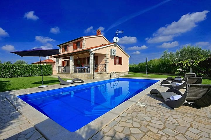 House Natasa with swimming pool