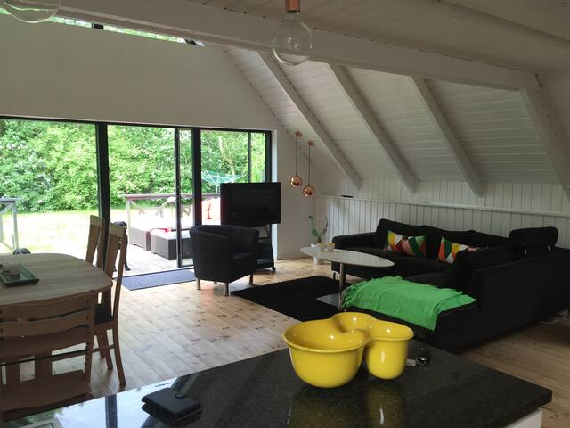 Lovely House With outdoor lounge and fireplace - Spøttrup - Chatka