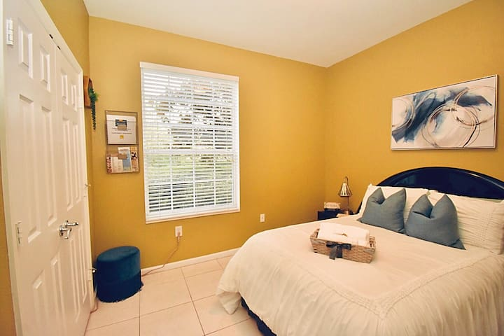 Cozy Private Bedroom (Near MCO, great location!)