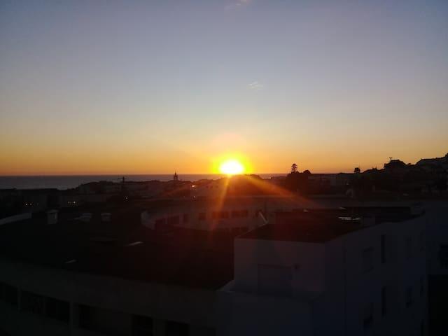 Vista do pôr do sol do apartamento