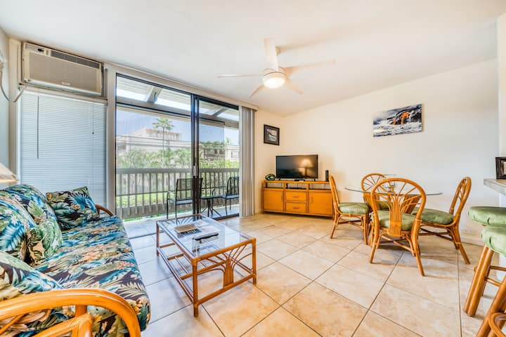 Lovely condo w/free WiFi/shared pool & hot tub - near beaches/shopping/dining!