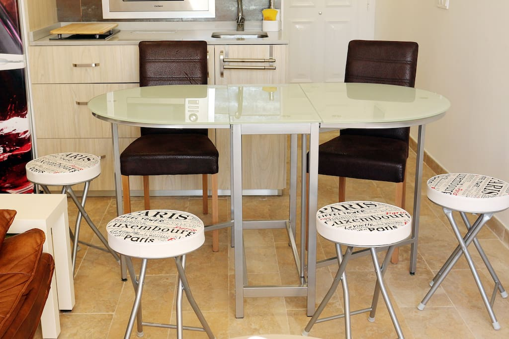 Dinning table & chairs - Mesa y sillas