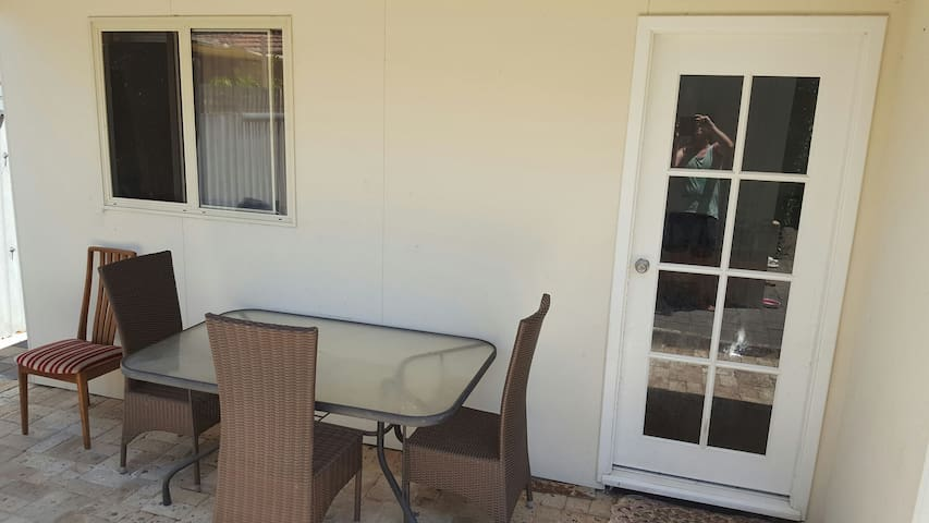 granny flat close to airport,city, wifi, and shops - Cloverdale - Hus