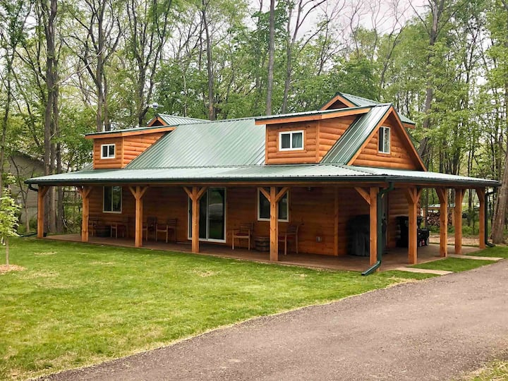 **New construction ** Cozy cabin next to winery!