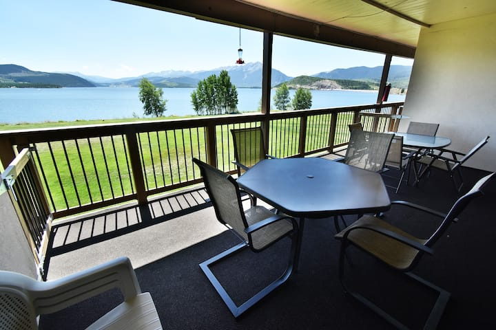 Lakefront- Deck, Incredible Views, Elevator. Walk to Rec Path, Marina, Dining
