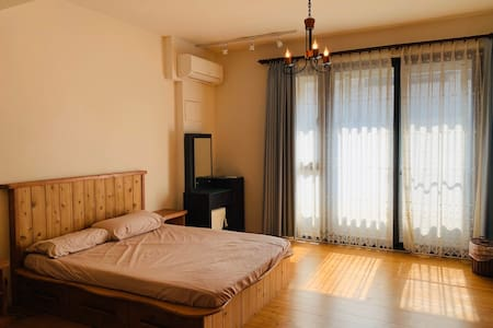 LikeWood suite-An elegant woody room in Taichung