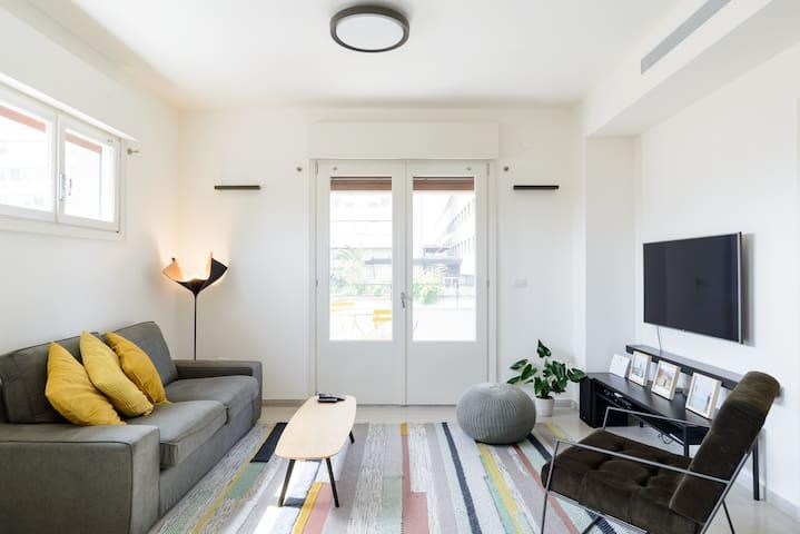 New 2bedroom apt, view to the sea and Neve Tzedek